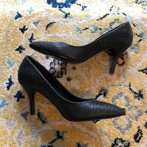 Black snakeskin Aldo heels